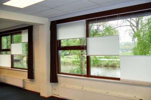 Dit slimme raam maakt gordijnen overbodig